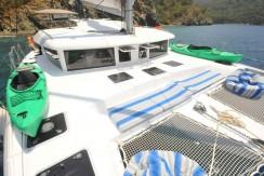 mavi-yolculuk-katamaran-yelkenli-kiralama