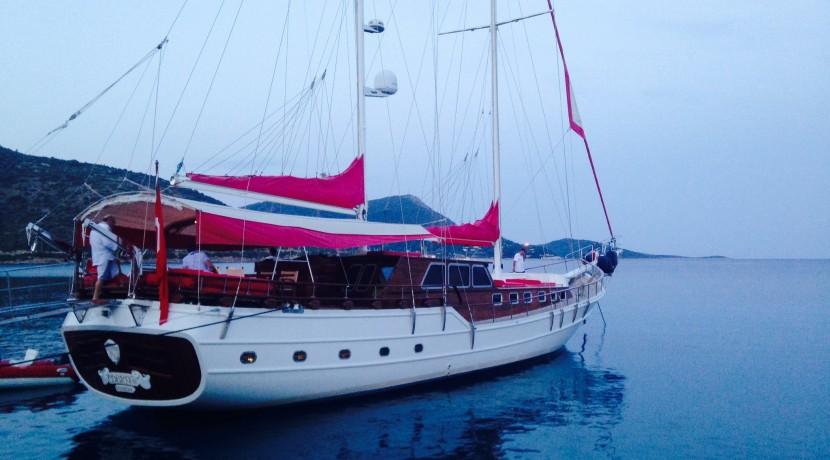 bodrum-mavi-yolculuk-tekne-kiralama-12
